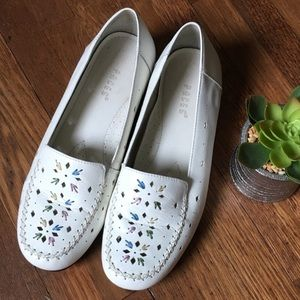 Embroidered leather loafers